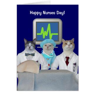 O gato engraçado customizável nutre o dia cartão comemorativo