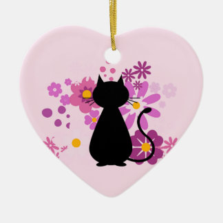 O gato no rosa floresce o ornamento do coração