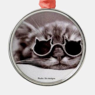 O gato o mais fresco vivo - ornamento de metal