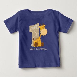 O girafa do bebê e numera um   personalizado camiseta para bebê