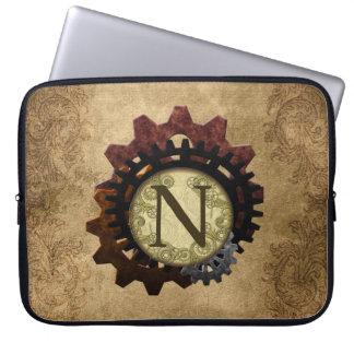 O Grunge Steampunk alinha a letra N do monograma Capa Para Notebook