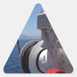 O guincho e a costa africana do navio adesivo triangular