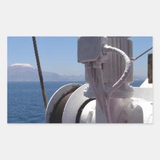O guincho e a costa africana do navio adesivos retangular