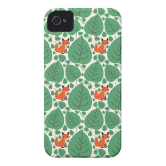 O hipster lunático bonito da raposa da floresta capa para iPhone 4 Case-Mate