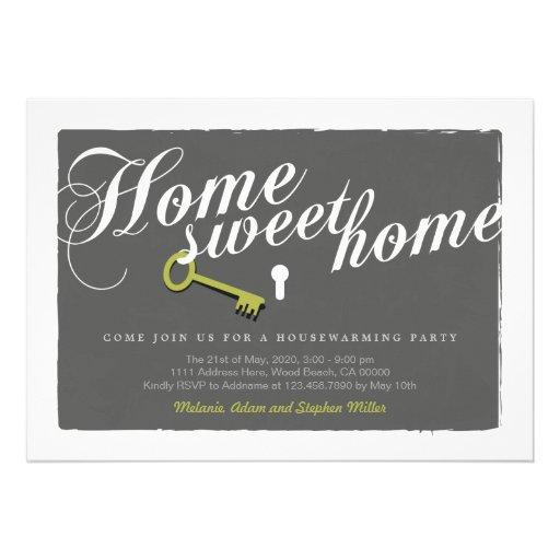 O Housewarming cinzento do fechamento da chave do  Convites
