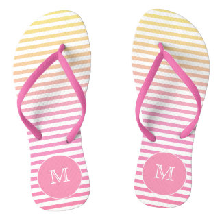 O inclinação cor-de-rosa amarelo listra chinelos