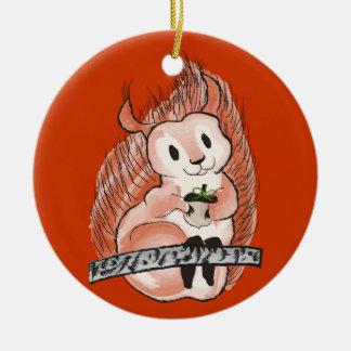 O inverno: Teste padrão do feriado do esquilo no Ornamento De Cerâmica Redondo