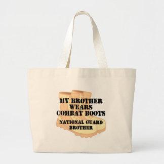 O irmão da guarda nacional veste o DCB Bolsa Para Compra