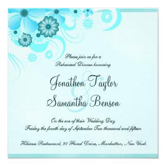 O jantar de ensaio azul do casamento do hibiscus convite quadrado 13.35 x 13.35cm