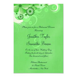 O jantar de ensaio verde do casamento do hibiscus convite 12.7 x 17.78cm