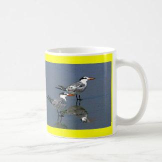 O jGibney Birds2CocoaBeach1 da série do artista do Caneca