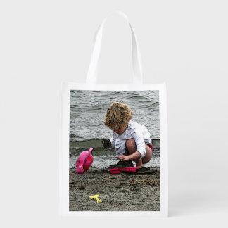 O jogo de criança sacolas ecológicas para supermercado