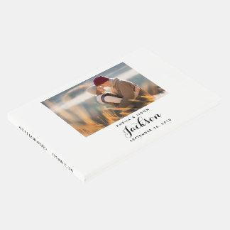 O livro de hóspedes do casamento da foto, adiciona