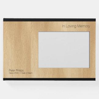 O livro de hóspedes fúnebre do modelo de madeira