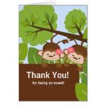 O macaco do safari junta cartões de agradecimentos