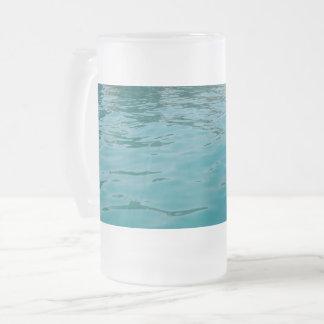 O mar calmo geou a caneca do vidro de fosco de 16