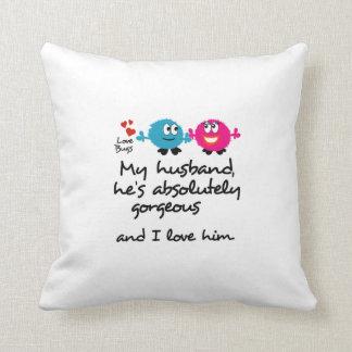 O marido é lindo e eu amo-o almofada