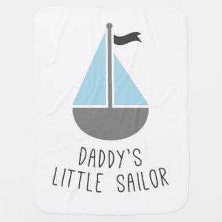 O marinheiro pequeno do pai manta de bebe