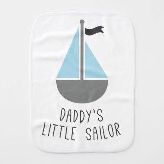 O marinheiro pequeno do pai paninhos para bebês