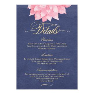 O marinho cora cartão de detalhes floral do