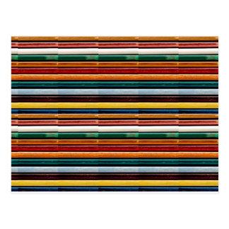 O modelo colorido gravado das listras adiciona a cartão postal