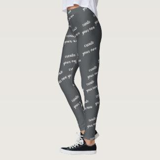 O modelo na moda cria seu próprio costume legging