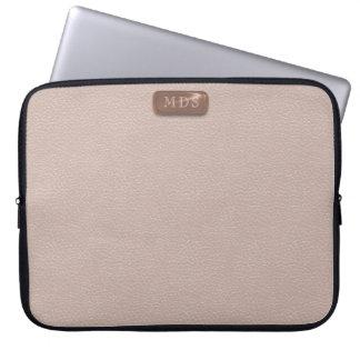 O monograma cor-de-rosa do ouro do falso cora a sleeve para laptop