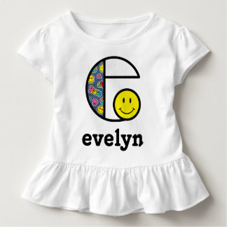 O monograma da camisa de Emoji da menina da