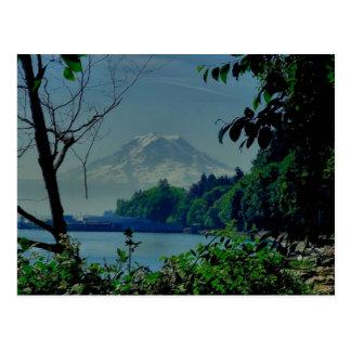 O Monte Rainier da praia de Owen Cartão Postal