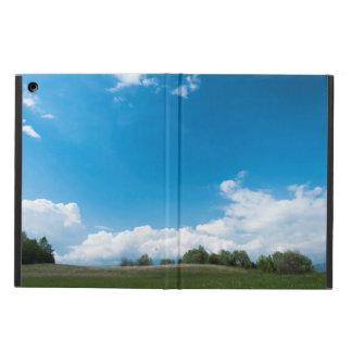 O monte verde e o céu azul capa para iPad air
