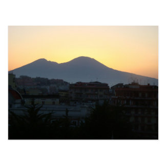 O Monte Vesúvio no nascer do sol Cartão Postal