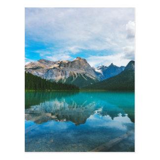 O Moutains e a água azul Cartão Postal