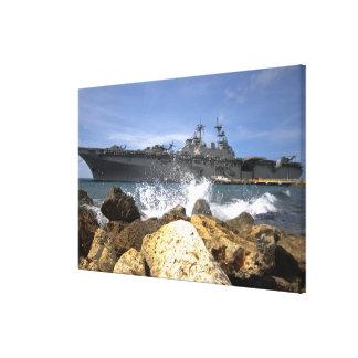 O navio de assalto anfíbio USS Kearsarge Impressão De Canvas Esticada