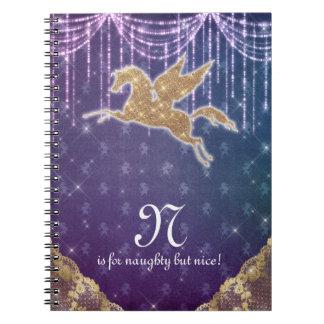 O ouro do brilho do unicórnio ilumina a letra N Cadernos