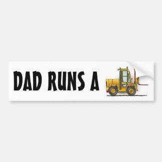 O pai funciona um autocolante no vidro traseiro do adesivo para carro