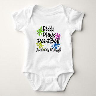 O pai joga o Paintball Body Para Bebê