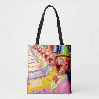 O palhaço feliz enfrenta o saco de compra do bolsa