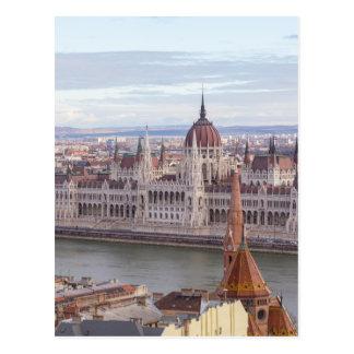 O parlamento húngaro Budapest em o dia Cartão Postal