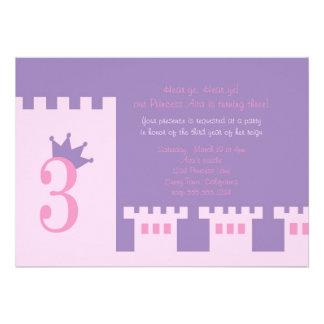 O partido de aniversário de 3 anos da princesa con convite personalizado