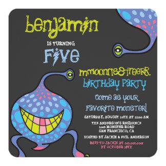 O partido de aniversário de criança estrangeiro do convite quadrado 13.35 x 13.35cm