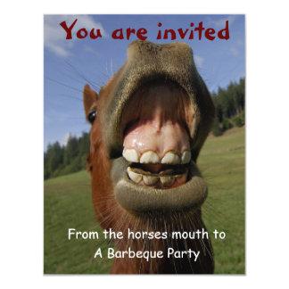 O partido do assado convida com o cavalo engraçado convite 10.79 x 13.97cm