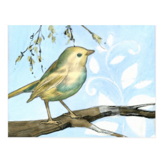 O pássaro amarelo pequeno empoleirou-se em um ramo cartão postal