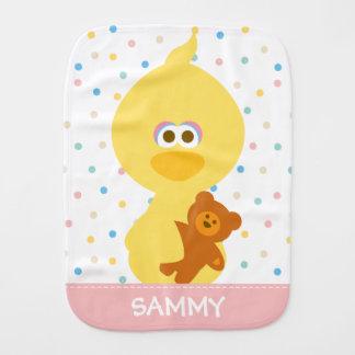 O pássaro do bebê e o ursinho grandes | adicionam paninhos de boca