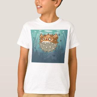 O peixe do soprador caçoa a camisa