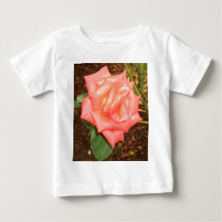 O pêssego aumentou na chuva CricketDiane floral Camiseta