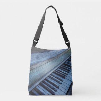 O piano fecha o bolsa transversal do corpo para