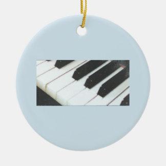O piano fecha o ornamento