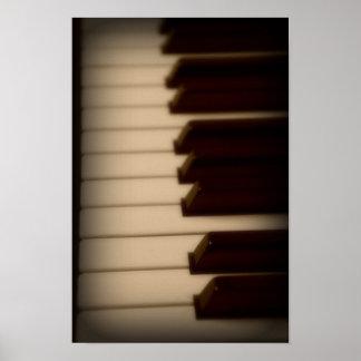 O piano fecha o poster