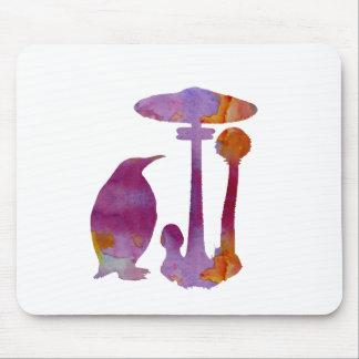 O pinguim e o cogumelo mouse pad