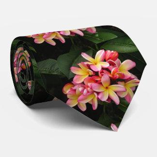 O Plumeria havaiano floresce a gravata dos homens